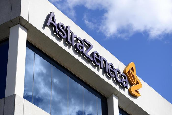 Astra Zeneca, stop temporaneo test vaccino