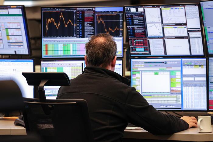 Borsa: Europa sale, si guarda a voto Usa e Brexit