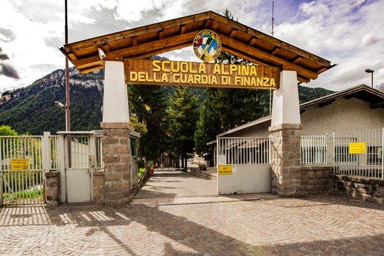 Poste Italiane celebrano la Scuola Alpina della GdF