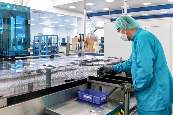 Pfizer annuncia: il nostro vaccino anti-Covid è efficace al 90%