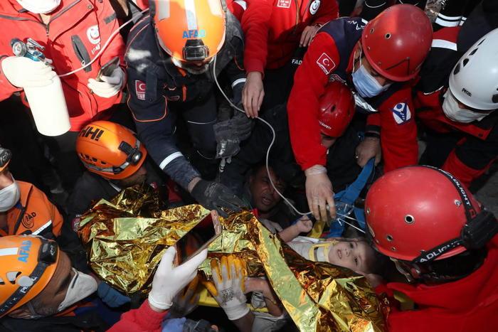 Sisma Egeo: bimba di 4 anni estratta viva dopo 91 ore