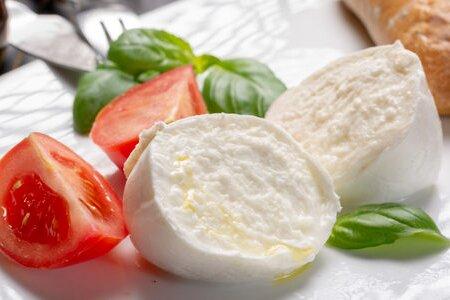 Coldiretti: bene stop falsa mozzarella, tarocco vale 100 mld