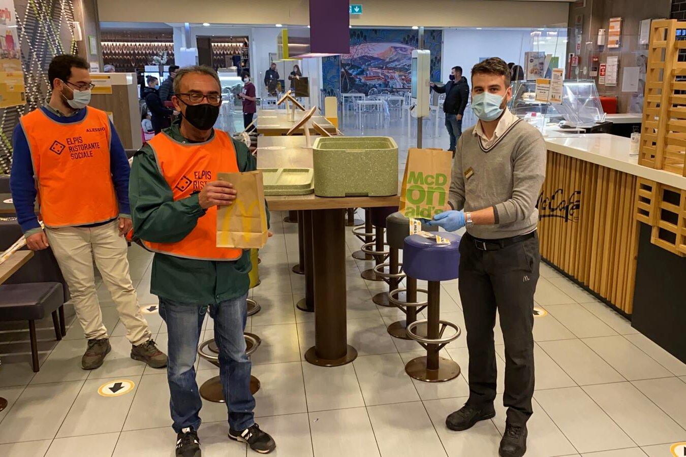 """""""Sempre aperti a Donare"""": da McDonald's 400 pasti caldi a settimana a Salerno e Potenza"""