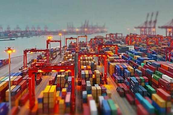 Commercio estero: Istat, export in calo del 9,7% nel 2020
