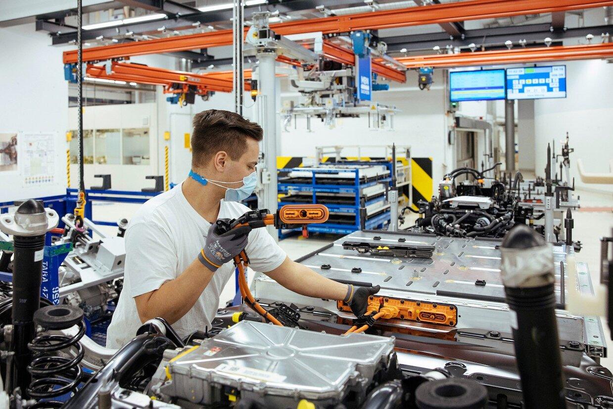 Istat: calo occupati senza precedenti, nel 2020 -456 mila