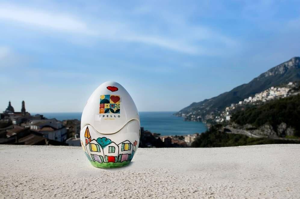 Solidarietà: Spello sceglie la ceramica vietrese per l'Uovo d'Autore