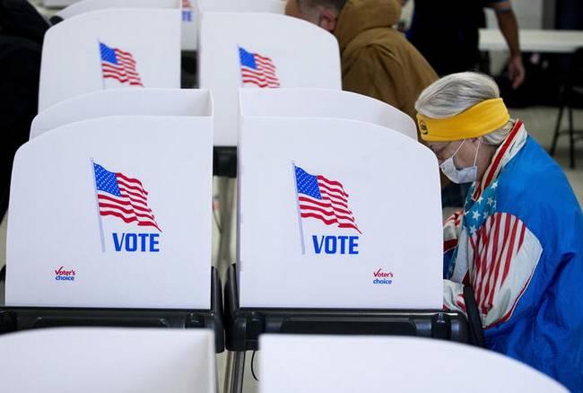 Usa: Tim Cook (Apple) propone il voto con lo smartphone